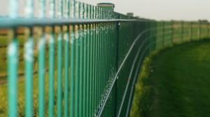 fence-442273_640(2)